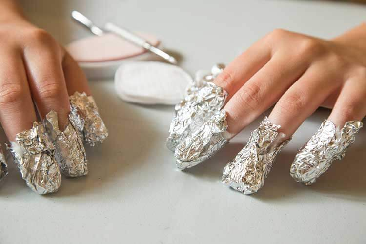 how to apply nail foil